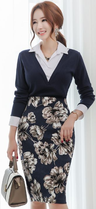 StyleOnme_Floral Print Knee-length Pencil Skirt #floral #navy #pencilskirt #officelook #koreanfashion #kstyle #kfashion #seoul #falltrend