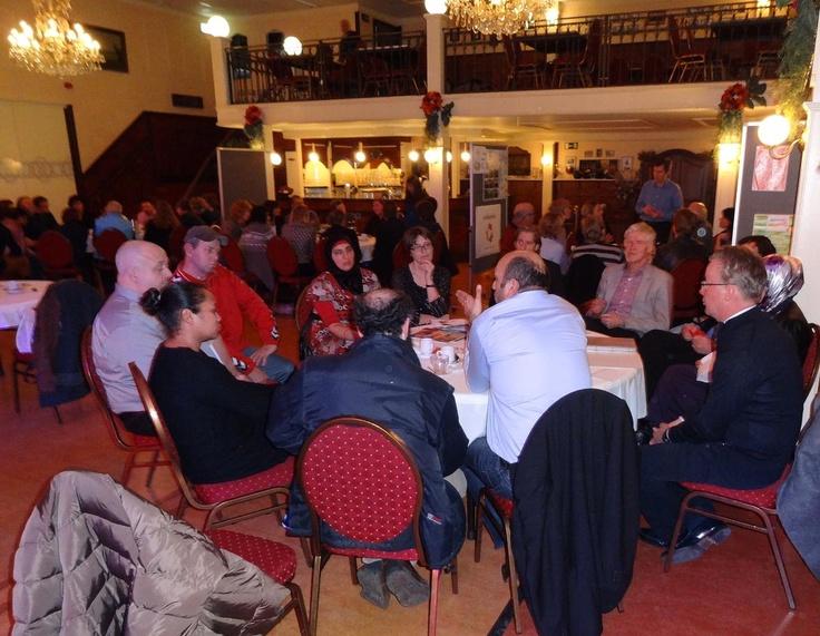 Grote opkomst in Het Dak tijdens de bijeenkomst voor Mensen maken de Wijk!