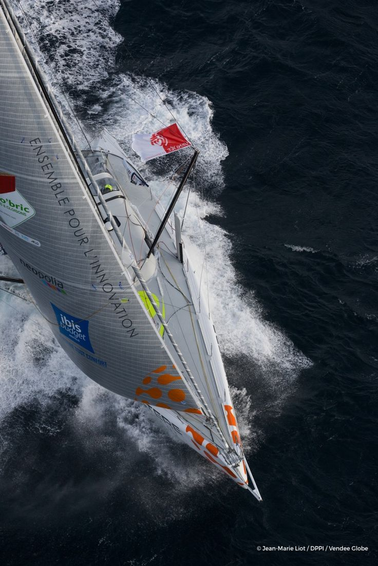 Jean Le Cam (FRA), skipper Finistere Mer Vent, training solo off Belle-Ile on his way to Les Sables d'Olonne for the Vendee Globe, on october  6, 2016 - Photo Jean-Marie Liot / DPPI / Vendee GlobeImages aériennes de Jean Le Cam (FRA), skipper Finistere