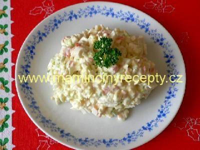 Salát z krabích tyčinek