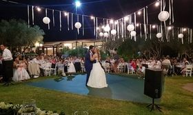 O γάμος που ένωσε τη showbiz και την πολιτική   Το Σάββατο 2 Σεπτεμβρίου ενώθηκαν με τα ιερά δεσμά του γάμου και στη συνέχεια βάφτισαν τον γιο τους έχοντας στο πλευρό τους συγγενείς και  from Ροή http://ift.tt/2wxrch2 Ροή
