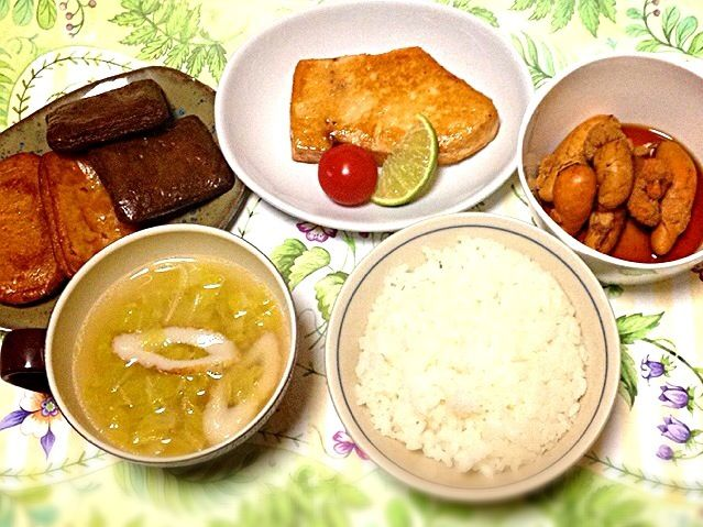 茶色い夕食でした。 鶏ガラスープが終了しました。 - 65件のもぐもぐ - メカジキ酢醤油ソテー・生たらこ炊いたの・鶏ガラスープで白菜とちくわのスープ・練り物 by madammay