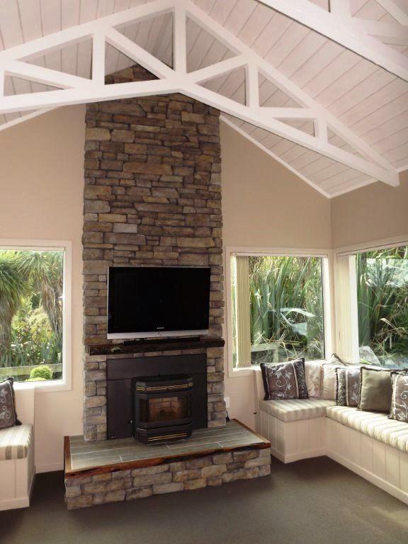 Cliffstone Montecito Eldorado Stone By Hard As Rocks Eldorado Stone Eldorado Stone Lake House Interior House