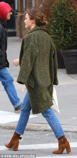 Keri Russell looks chic while on the move in New York City   Daily Mail Online