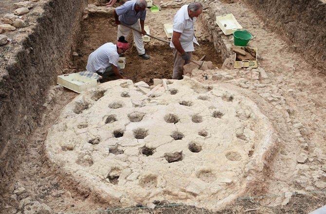 Découverte du plus grand atelier de poterie de la Grèce Antique en Sicile | Les découvertes archéologiques