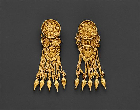 Hellenistic Gold earrings with disk and boat-shaped pendant @300 B.C.