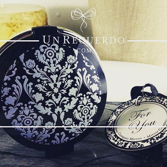 Espejo Compacto Negro: #Bonito #espejo #compacto #recuerdito #boda #despedidadesoltera #xvaños #envios #Monterrey #SPGG #CiudadDeMexico #Veracruz #Aguascalientes #Durango #SanLuisPotosí #Guadalajara #Zapopan #recuerdos #eventos #sociales #bautizo #babyshower UnRecuerdo.com