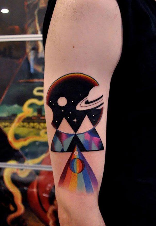 25 tatouages cosmiques qui risquent de vous mettre la tête dans les étoiles !