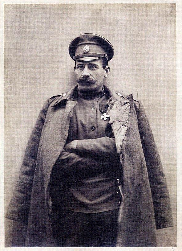 Герой Первой мировой войны, участник Гражданской войны в России в составе ВСЮР, Евге́ний Никола́евич Гу́сев пионер боевого применения бронеавтомобилей. Убит 29 сентября 1919 года в бою с частями Красной армии под Бердянском