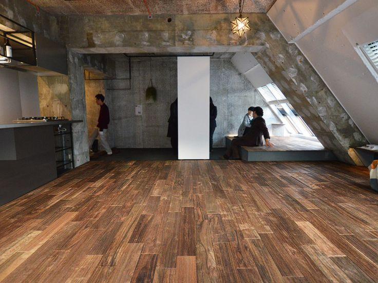 アジアンウォルナット乱尺アンティーク(浮造り)フローリング無塗装東京都2個人住宅現場写真ー無垢フローリングドットコム #Walnut #Flooring #Antique