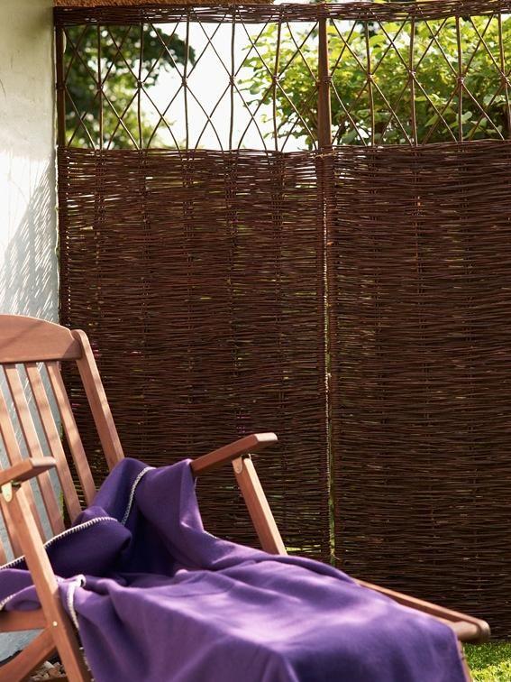 sichtschutz ideen aus stein geflecht holz und stoff sichtschutz aus weidengeflecht garten. Black Bedroom Furniture Sets. Home Design Ideas