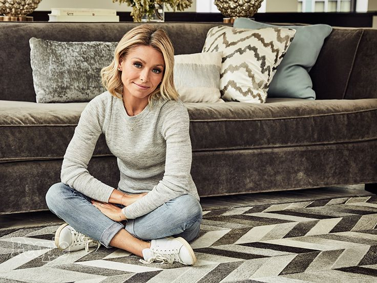 Kelly Ripa Explains Why Michael Strahan Needed to Leave Live! Four Months Early| Live with Regis and Kelly, Live with Regis & Kelly, TV News, Anderson Cooper, Jimmy Kimmel, Kelly Ripa, Michael Strahan