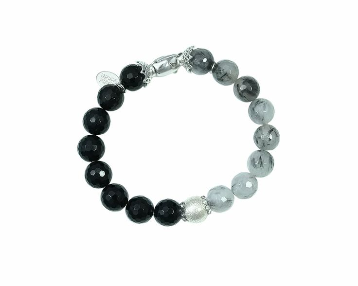 The elegant bracelet Rock it! Onyx has a very modern cut because of the degradé effect created with the faceted black onyx and the beautiful tourmalinated quartz. The bracelt finds its maximum splendor in the middle composed of a sphere in Sterling Silver 925% decorated with Swarovki Elements ® crystals Crystal clear. The bracelet Rock It! Onyx is perfect for any occasion whether worn alone or combined with the pendant and earrings Rock It! Onyx for a grittier look.