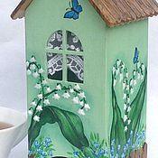 Купить или заказать Чайный домик Алиса в Стране Чудес в интернет-магазине на Ярмарке Мастеров. Чайный домик для чайных пакетиков, объемная роспись, объемные детали в оформлении Чайный домик - особое украшение Вашей кухни, оригинальный и практичный подарок, он украсит и освежит Ваш интерьер, подарит приятные минуты чаепития и массу положительных эмоций С чайным домиком ваша кухня станет интереснее , ваши гости заметят этот необычный аксессуар При изготовлении чайного домика использованы…