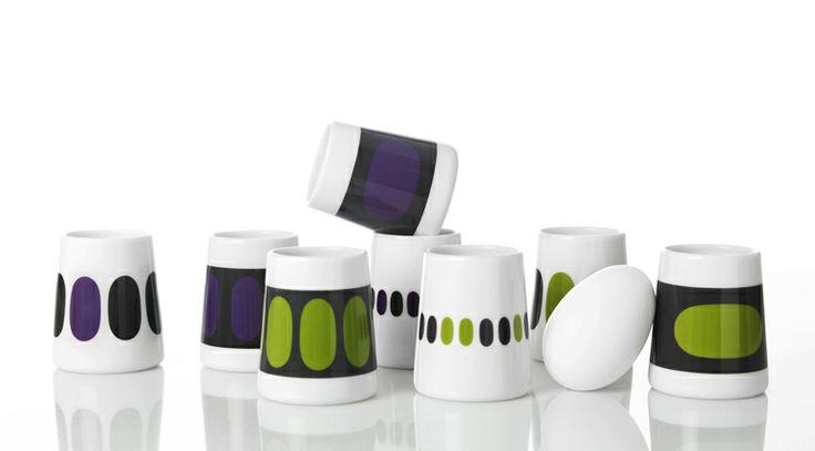 1995年にデザイナーMette Ditmerにより設立されたキッチンウェアを取り扱う同名ブランド。独学によってデザインを学んだという才能豊かなDitmerさんですが、取り扱う多くの作品が手作業によって丁寧に生産されているとのことです。日本ではまだ知名度の低いブランドのようですが、北欧のシンプルながら伝統的なデザインを連想させる作品の数々は、日本でもすぐに人気が出そうな気もします。