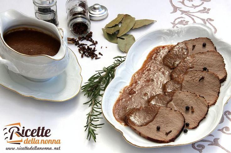 Il brasato al Barolo è un arrosto tipico del Piemonte. Un arrosto importante adatto a pranzi importanti come quelli delle feste.