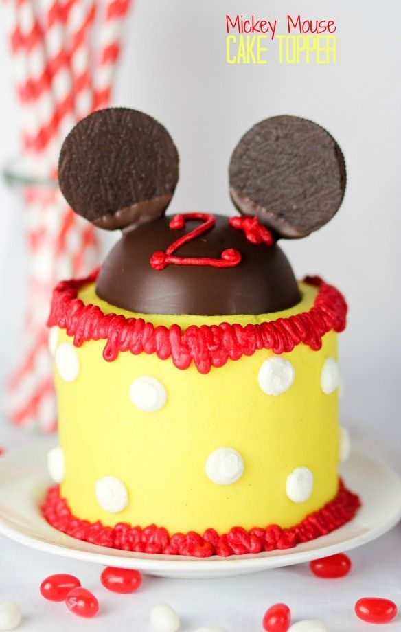 Mickey Mouse Cake Topper.  If you have a Mickey Mouse fan in your life, this is for you! A simple and completely edible Mickey Mouse Cake Topper!