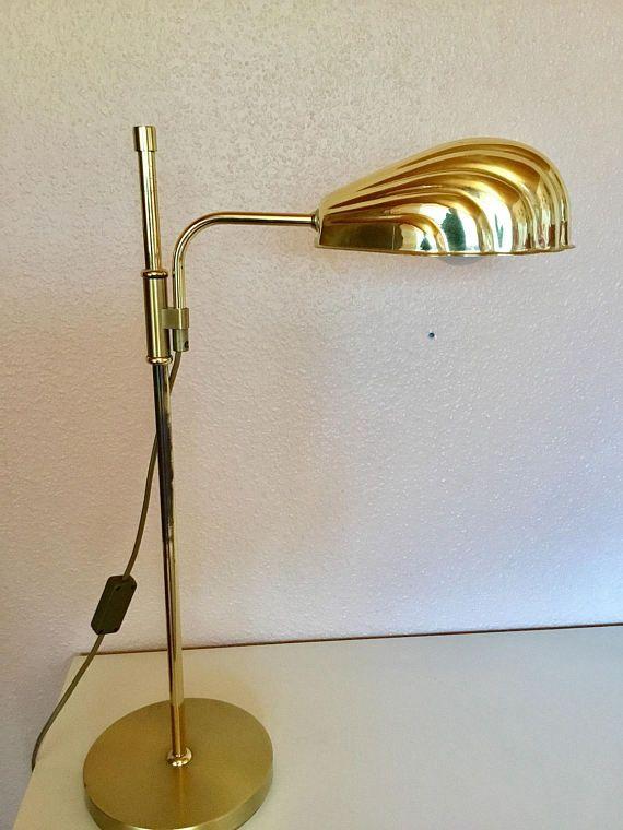 Superb Sch ne seltene Tischlampe Schreibtischlampe Messing mit muschelf rmigem Schirm Ma e H he cm Fu Durchmesser cm