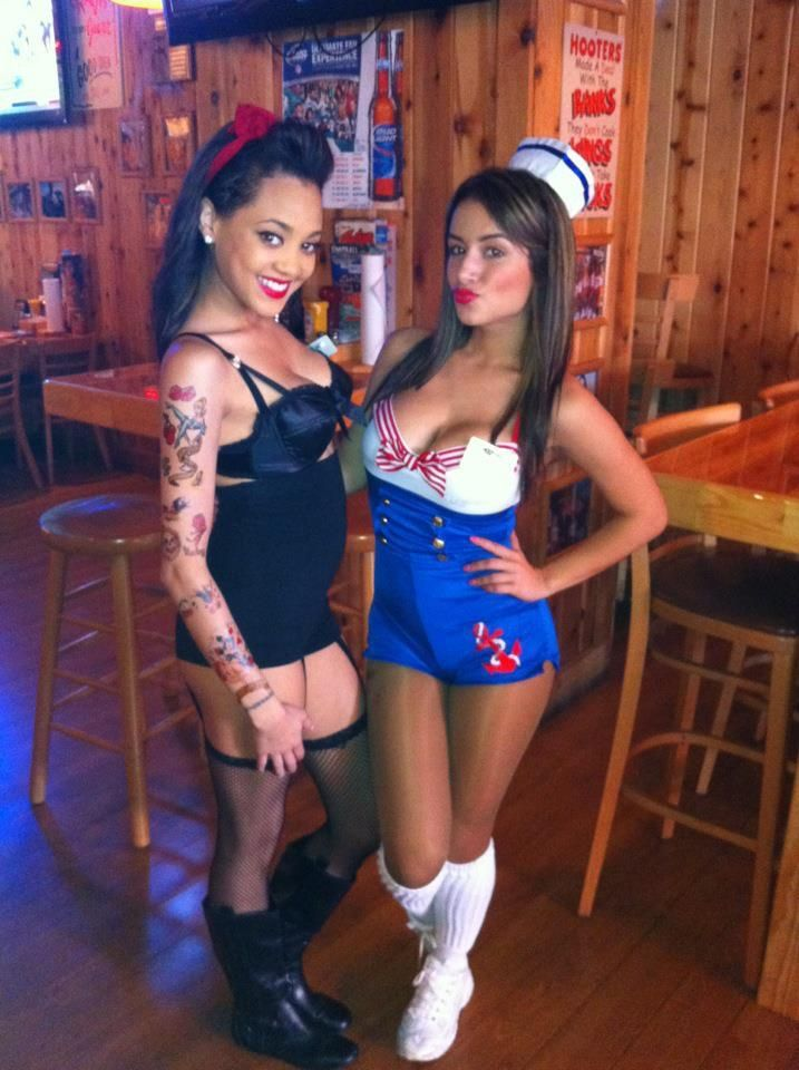 Hooters Of South Florida Hot Chicken Wings Hotter