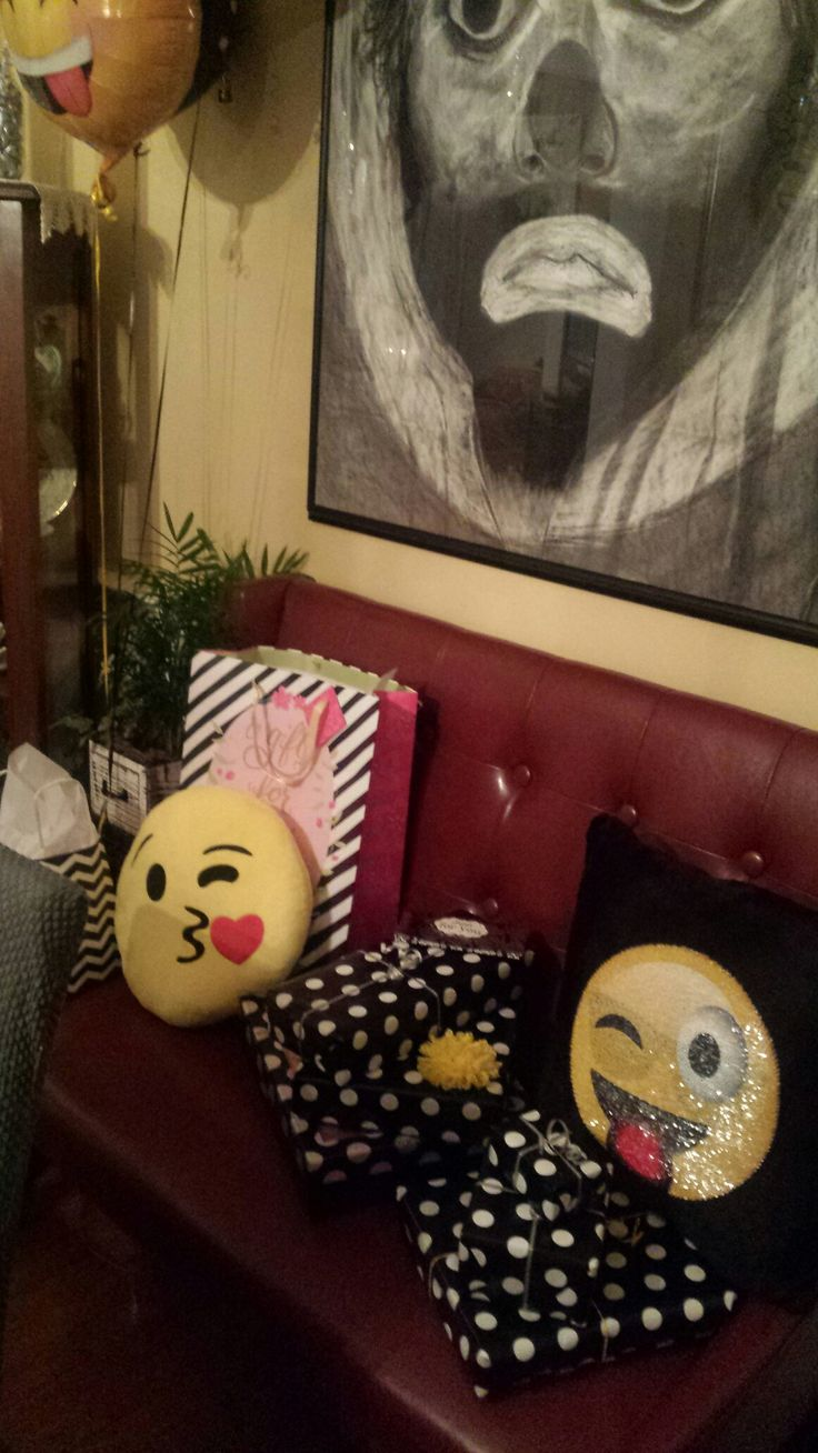 1000 images about emoji party on pinterest party 39 s party tables and party bags. Black Bedroom Furniture Sets. Home Design Ideas