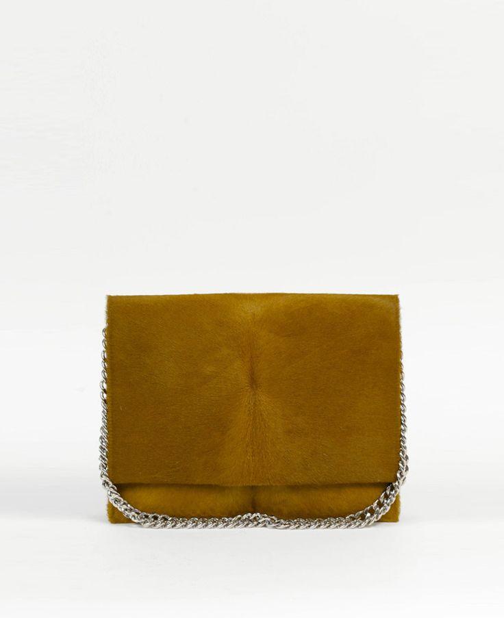 Eşti îndrăgostită iremediabil de accesoriile elegante? Profită din plin de promoţiile YVY BAGS şi completează-ţi colecţia de comori cu o poşetă cu un design elegant şi sofisticat, din colecţia Albertine's for YVY BAGS! Grăbeşte-te. Mai ai doar 11 zile în care poţi să-ţi cumperi o geantă inedită cu preţ redus.  Descoperă mai multe poșete chic, pe www.yvybags.ro  #loveYVYBags #leatherhandbags #YVYBagsfactory #loveourjob #clutch #fashion #bags #statement…