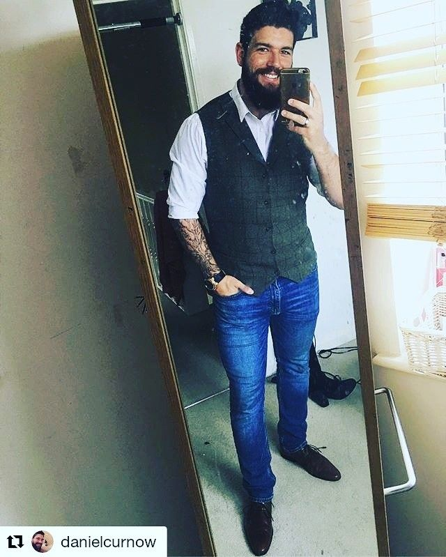 Happy Saturday Daniel! 😁#Repost @danielcurnow  And we are stag do ready! Roll on a day of drinking and eating in #london. Beard looking on point thanks to @sweynforkbeard  #stagdo #stag #do #beard #sweynforkbeard #beard #beards #beardsofinstagram #london #tweed #michaelkors #watch #rosegold #smile #friday #smart #shirt #followme #like #newshoes #bearded #sweynforkbeard #beardoil #beardbalm #beardshampoo #claypomade #pomade #grooming #barbering #hot