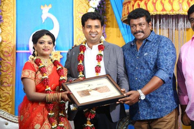 "The Director of ""Soodhu Kavvum"" and ""Kadhalum Kadandhu Pogum"" frame Nalan Kumarasamy gets married to Saranya on Thrusday, Nov 9. #CineUpdate #DirectorNalanKumarasamy #Marriage #ChennaiUngalKaiyil"
