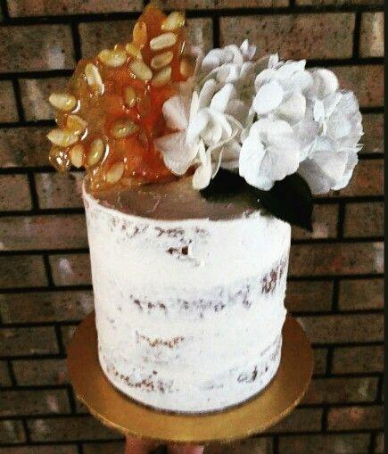 Semi Naked Peanut Shard Cake #thebakespace #peanut #chocolate #peanutbutter #caramel #cake #seminakedcake #nakedcake