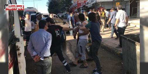 Baba dehşeti... 1.5. saat sonra teslim oldu!: Diyarbakır'ın merkez Yenişehir ilçesinde psikolojik sorunları olduğu iddia edilen Ö.D., kızı ve eşini bıçakla ağır yaraladıktan sonra, kendini de bıçakladı. Polisin 1.5 saat süren çabası sonunda teslim olan Ö.D., yaraladığı eşi ve kızı ile hastaneye kaldırılarak tedavi altına alındı.