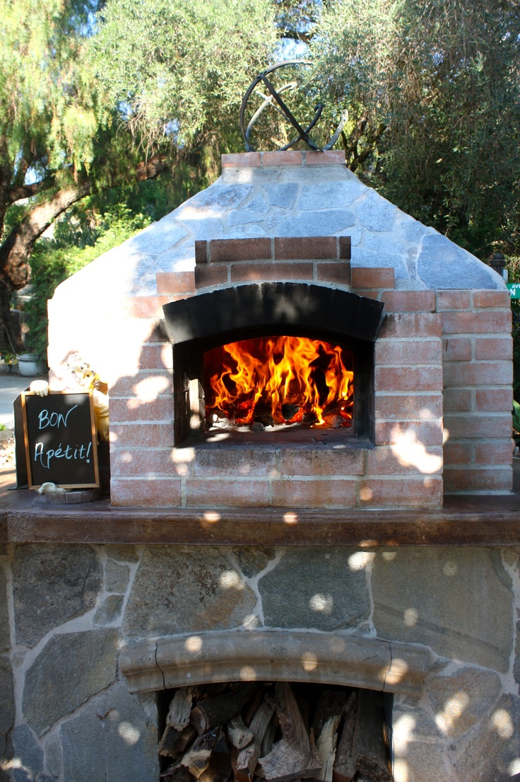 wood fired outdoor brick pizza oven
