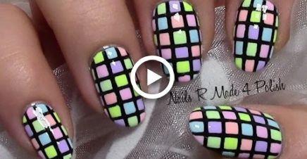 Pregos Pastel Checkered coloridos / arte do prego do verão / projeto colorido da arte do prego do verão