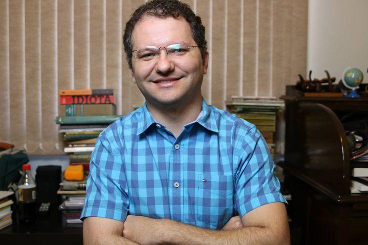 Professor Carlos Nadalim recebe diploma de mérito da honraria