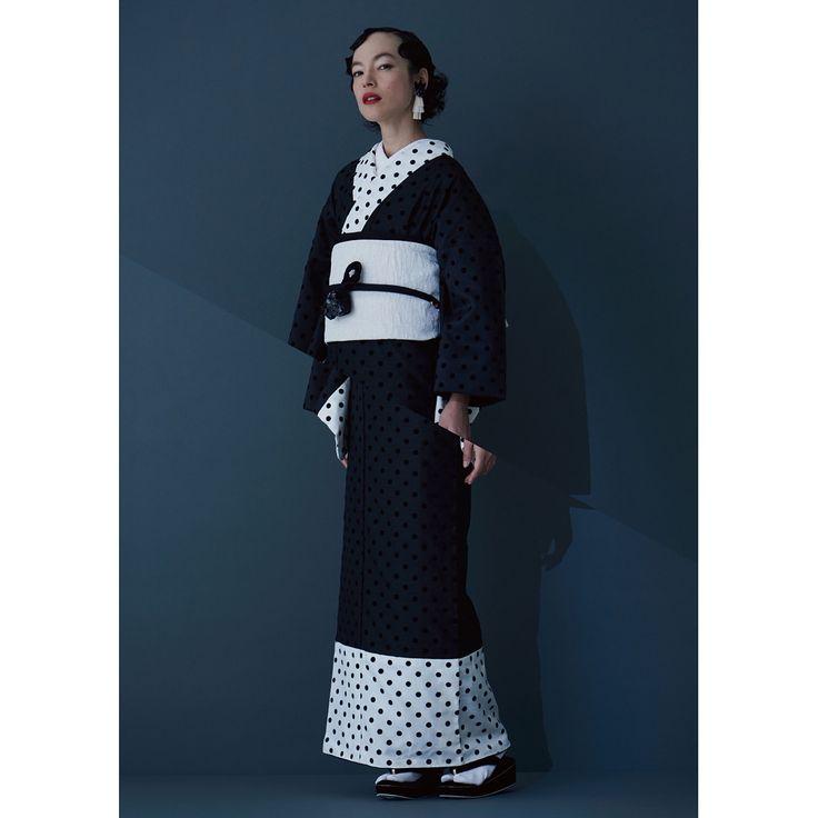 """モードな着物ブランド""""KIIRO"""" センス良く、人生を楽しみたい女性に向けた 新しいブランドです。 着物を自由なスタイルで取り入れた ライフスタイルを提案します。 * * #KIIRO#KIMONO#きもの #着物 #ドレス #dress #新宿伊勢丹 #TOKYO解放区"""