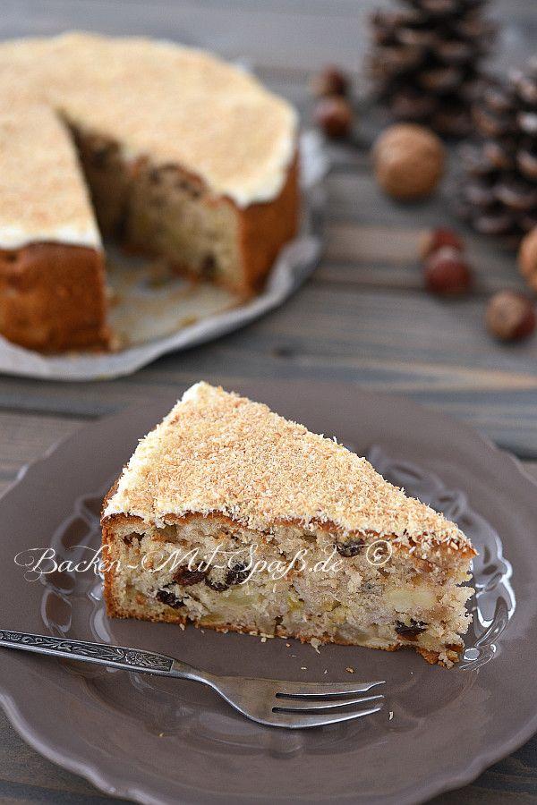 Ein saftiger Rührkuchen mit vielen Apfelstückchen und Nüssen. Der Kuchen ist einfach zuzubereiten und geht ruck zuck. Er hält sich...