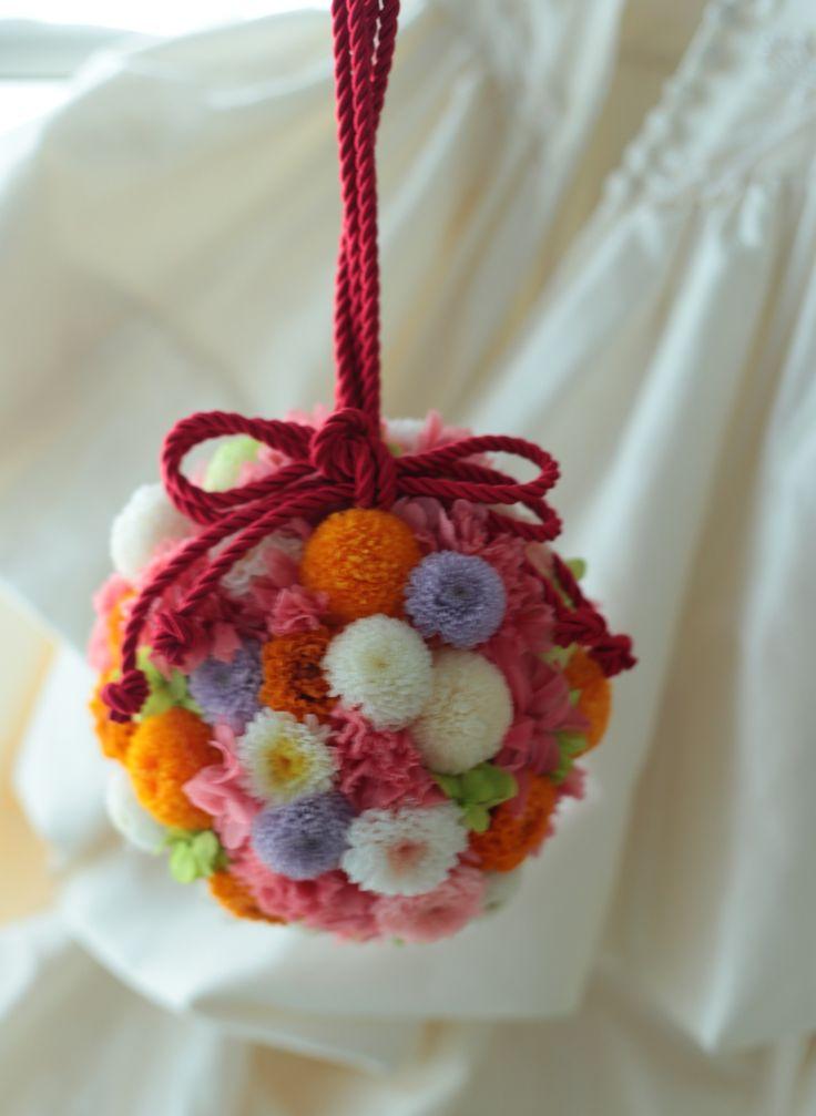先日の挙式ブーケをお届けしたザ・プリンスパークタワー東京の 花嫁さまへ、こちらは和装用のボールブーケです。 プリザーブドフラワーで。  今日さ...