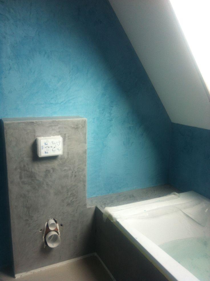 Een badkamer met 2 kleuren Beal Mortex. Project in Broek op Langedijk.