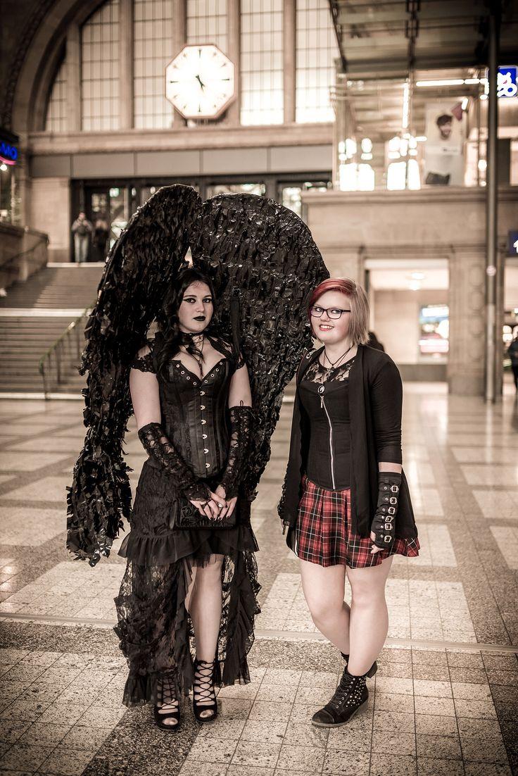 "WGT 2016 Hauptbahnhof Leipzig ""Schwarzer Engel"" (Effi Reinhardt mit Jenny Funke #Gothic)"