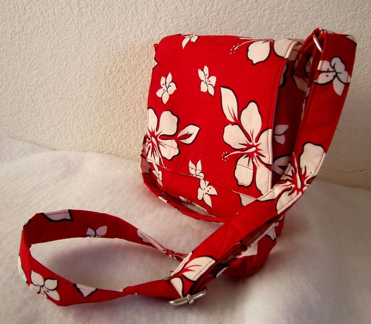 Insulated Sandwich Pouch White Hibiscus on Red di BonniesSewCrazy
