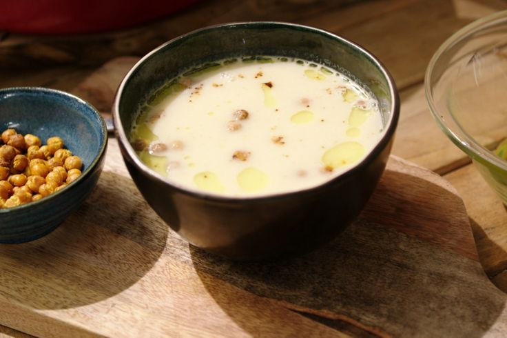 Soep maak je nooit voor vier. Maak een grote soepketel vol en vries ze in. Zo kun je op dagen dat het vooruit moet gaan snel een bord soep op tafel zetten.