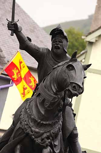Owain Glyndwr Statue in The Square, Corwen, Denbighshire.  Owain led the Welsh revolt against King Henry IV and  was the last Welshman to hold the title of Prince of Wales.