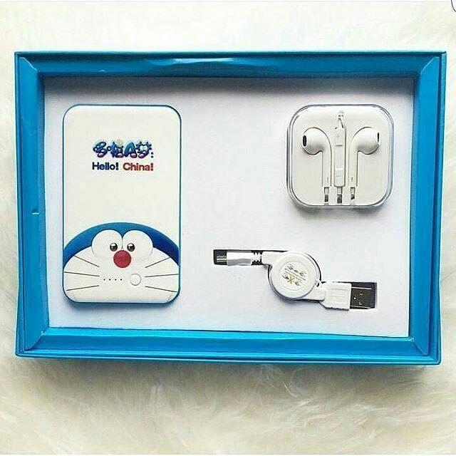 Bingung Kasih Kado Suprise Apa Untuk Orang Orang Tersayang Sekarang Ada Ini Nihhh Powerbank Gift Set Doraemon Harga 199 000 Su Gopro Doraemon Case