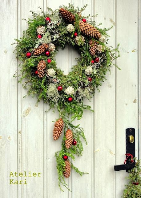 Atelier Kari naturdekorasjoner og kranser: I Tara Juledrøm med julekranser.