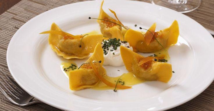 Gefüllte Safrannudeln sardischem Kaviar (Bottarga) ist ein Rezept mit frischen Zutaten aus der Kategorie Pasta. Probieren Sie dieses und weitere Rezepte von EAT SMARTER!