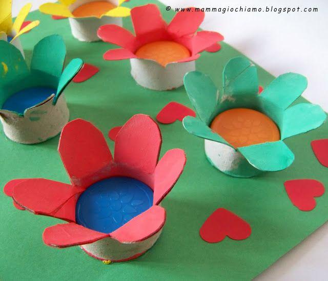 MammA GiochiaMo?: Festa della mamma: un prato fiorito con rotoli di carta igienica e tappi di plastica