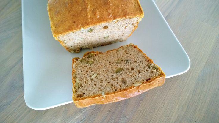 Vandaag een recept waar ik erg blij mee ben. Het was echt een probeersel maar wat is dit brood goed gelukt. Een heerlijk glutenvrij brood met een goede textuur en een heel lichte notensmaak door he...