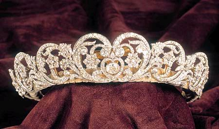This is the famous Spencer Tiara that Princess Diana's family owns.  Di wore this diamond tiara in many royal occasions, most famously was in her fairytale wedding in 1981.