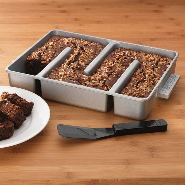 This Christmas you can serve your guests with some specially baked brownies having two chewy edges using the Edge Brownie Pan.