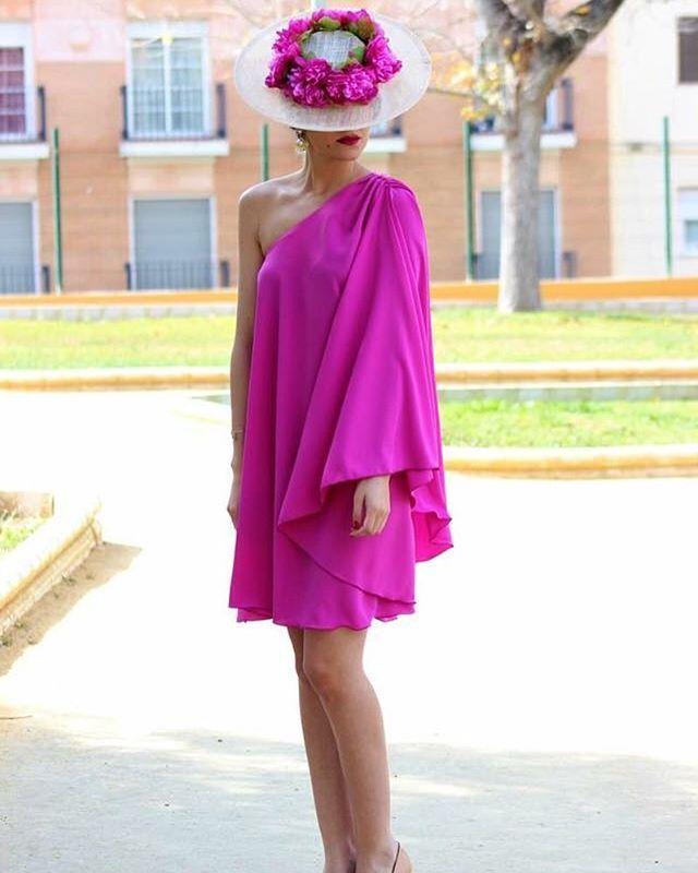 Espectacular #invitadaperfecta de @chuchusetmoi  #invitada #invitadas #invitadasperfectas #invitadasconestilo #invitadaboda #invitadasbodas #lookboda #lookbodas #invitadadeboda #lookinvitada #tocado #tocados #pamela #pamelas #vestido #dress #boda #bodas #weddingguest #guest #wedding #moda #style #fashion #cool #instacool