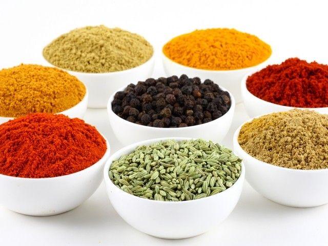 Najlepsze przyprawy: naturalne leki 9 przypraw + przepis na chili con carne i paelę