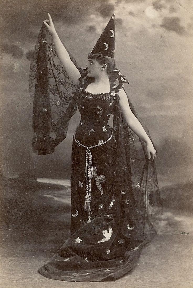spellbound-one:  Victorian witch